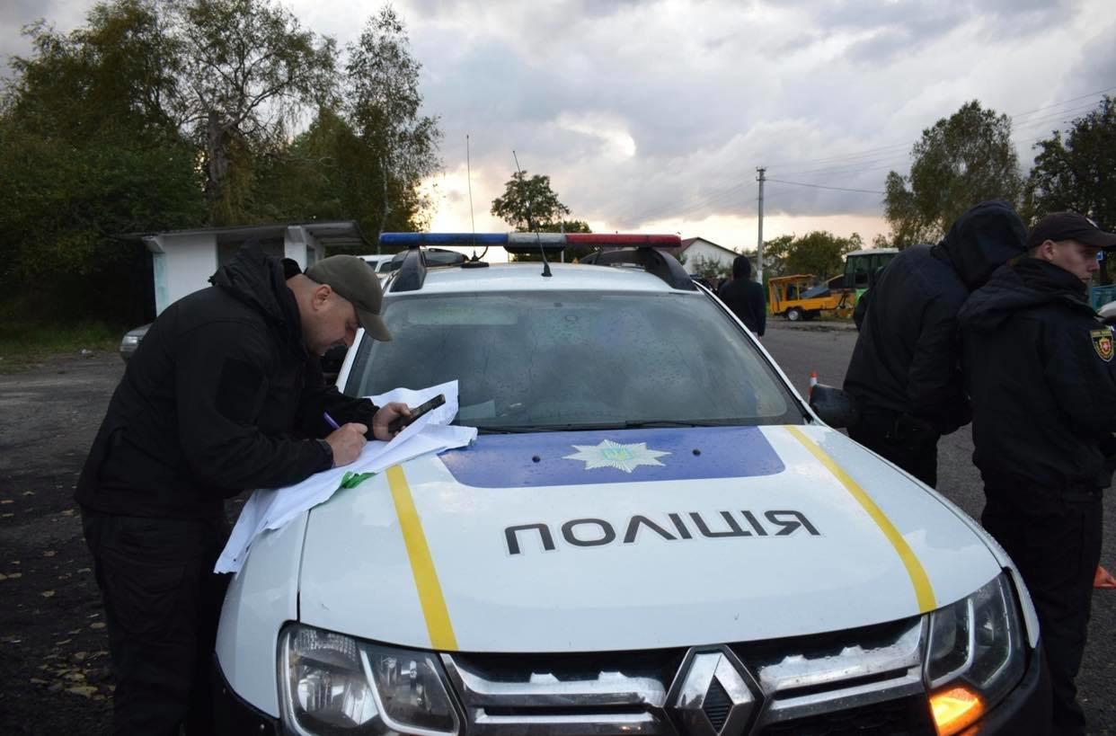 У Володимирці нещодавно відремонтована дорога б'є лобове скло автомобілям (ФОТО, ВІДЕО), фото-9