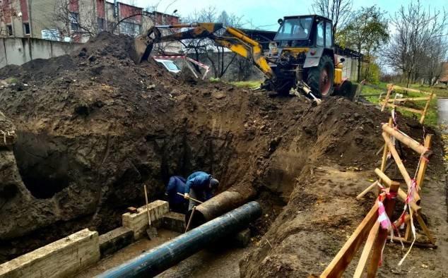 На вулиці студентський у Рівному завершили заміну аварійних ділянок водоводів (ФОТО), фото-1