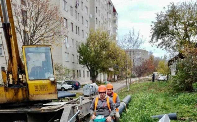 На вулиці студентський у Рівному завершили заміну аварійних ділянок водоводів (ФОТО), фото-7