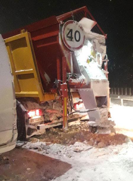 На автодорозі «Київ-Чоп» зіткнулися маршрутка та снігоочисна машина (ФОТО), фото-2