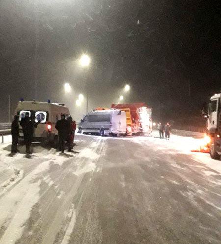 На автодорозі «Київ-Чоп» зіткнулися маршрутка та снігоочисна машина (ФОТО), фото-3