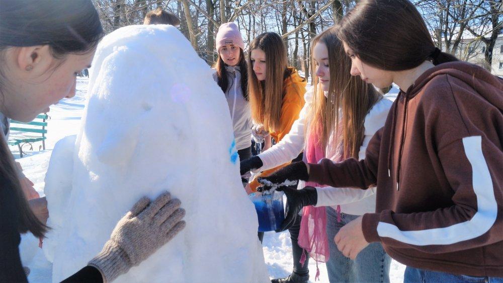 У Радивилові школярі ліпили снігові скульптури (ФОТО), фото-10