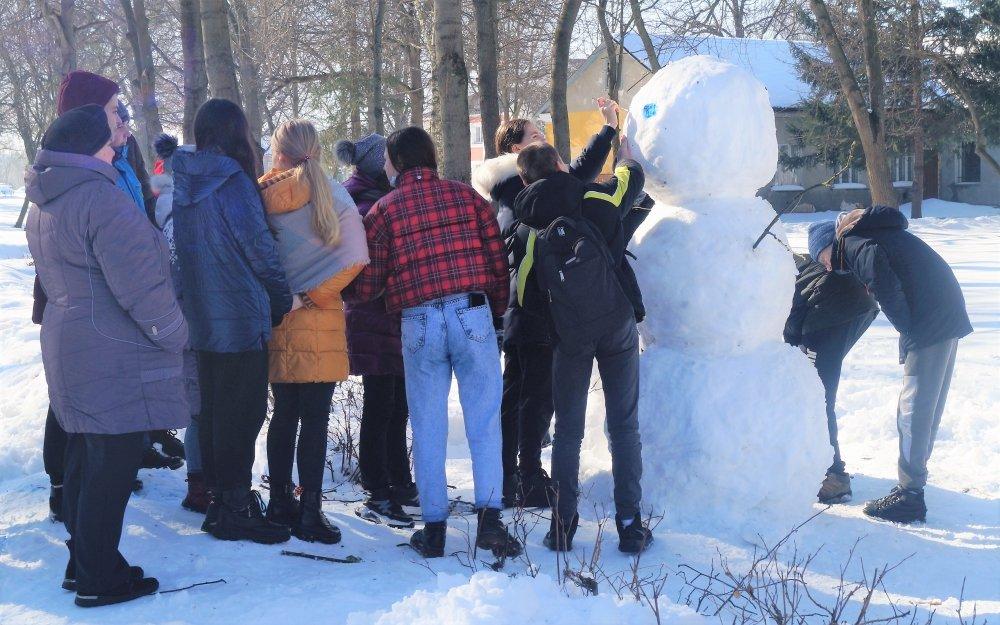 У Радивилові школярі ліпили снігові скульптури (ФОТО), фото-8
