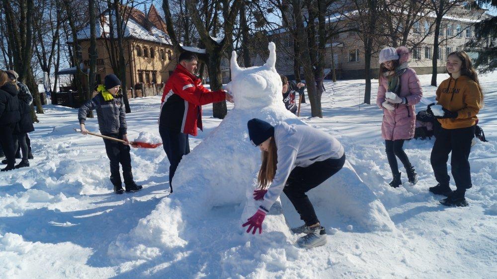 У Радивилові школярі ліпили снігові скульптури (ФОТО), фото-7