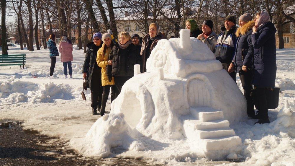 У Радивилові школярі ліпили снігові скульптури (ФОТО), фото-1