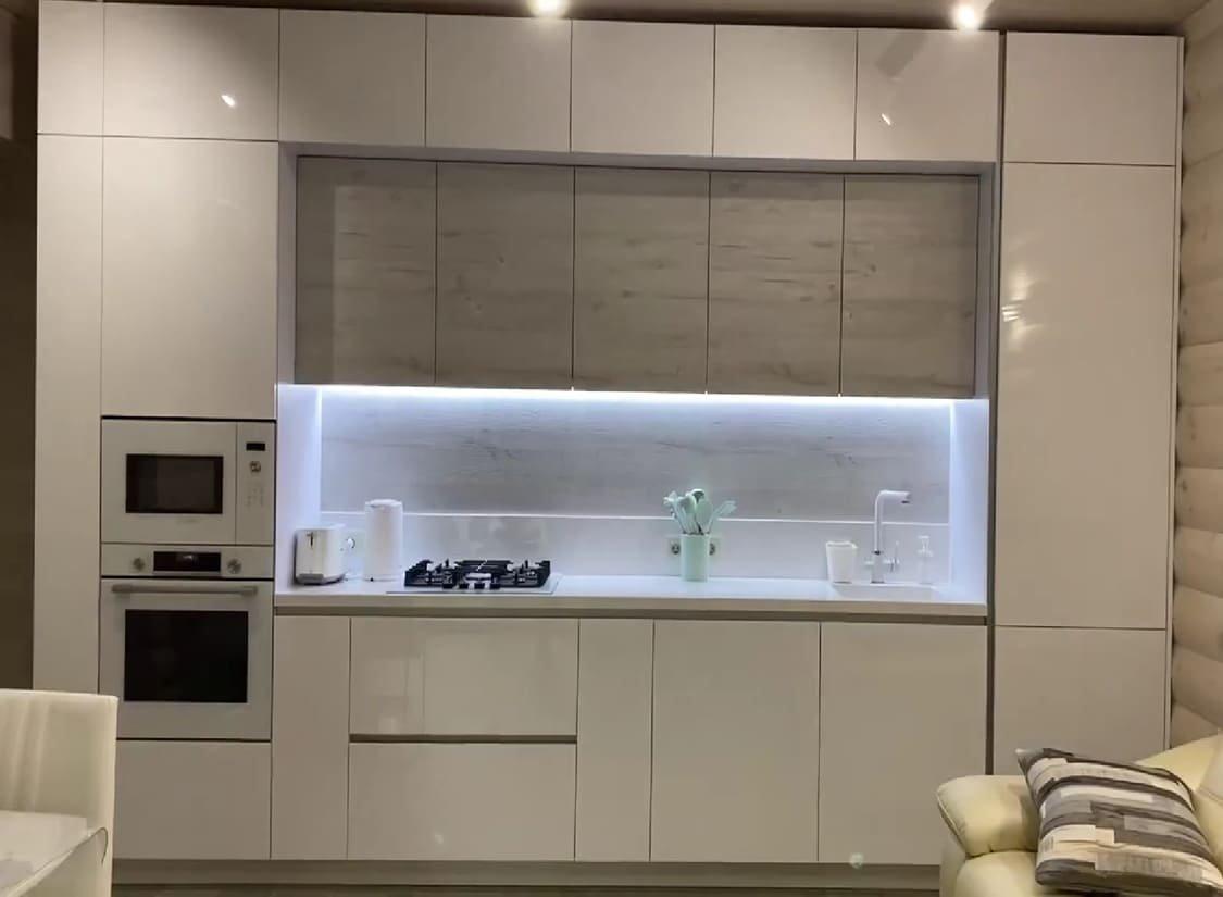 Кухня без ручок до стелі – модний гарнітур із максимумом місця для зберігання, фото-1