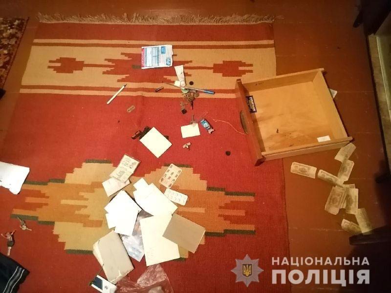 Попросили поїсти: на Рівненщині поліція розшукує осіб, котрі побили та обікрали пенсіонерку, фото-2