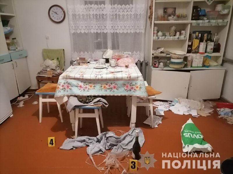 Попросили поїсти: на Рівненщині поліція розшукує осіб, котрі побили та обікрали пенсіонерку, фото-4