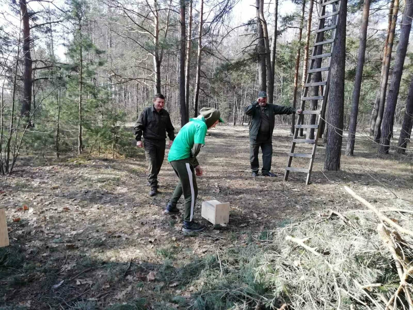 У Костополі лісівники разом з учнями зробили для птахів шпаківні (ФОТО), фото-3