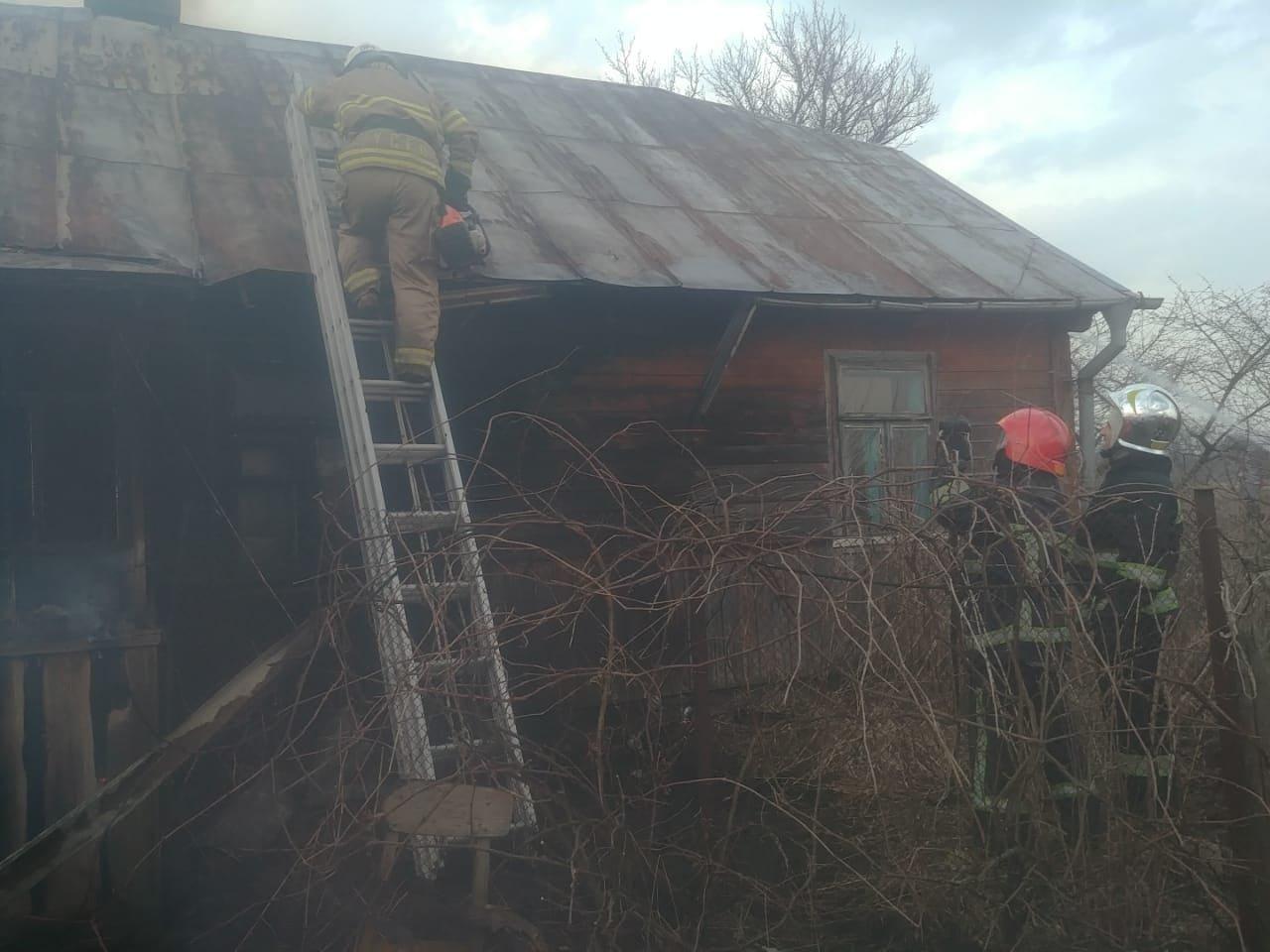 У селі на Рівненщині сталася пожежа: спалахнув сарай, після чого вогонь перекинувся і на сусідній будинок (ФОТО), фото-3