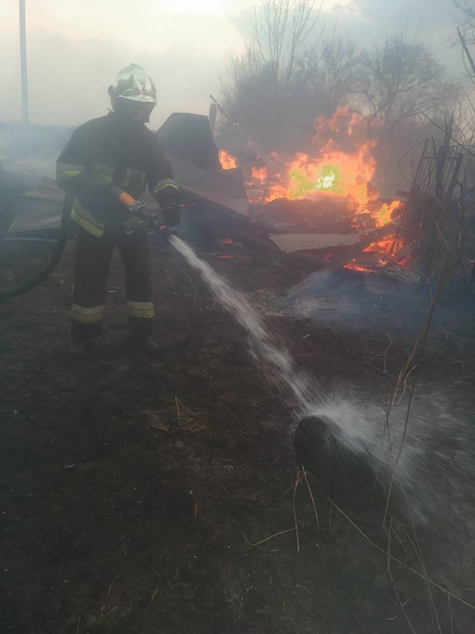 У селі на Рівненщині сталася пожежа: спалахнув сарай, після чого вогонь перекинувся і на сусідній будинок (ФОТО), фото-2