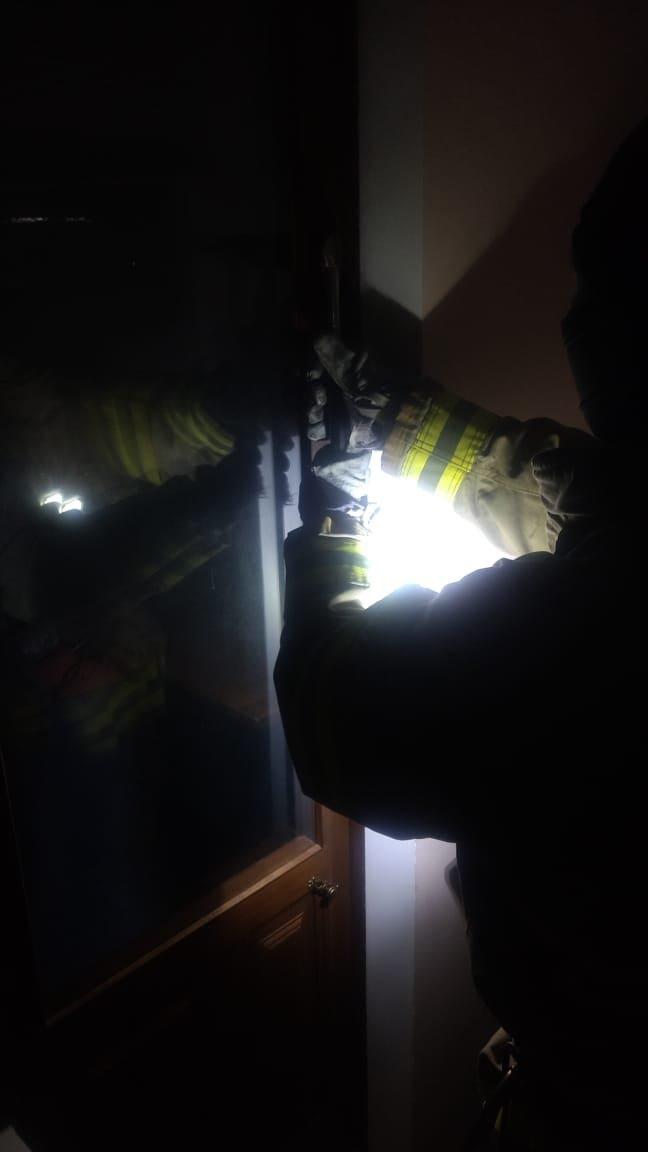 Опинилася у пастці: у Рівному жінка вийшла на балкон, а назад до квартири потрапити не змогла, фото-1