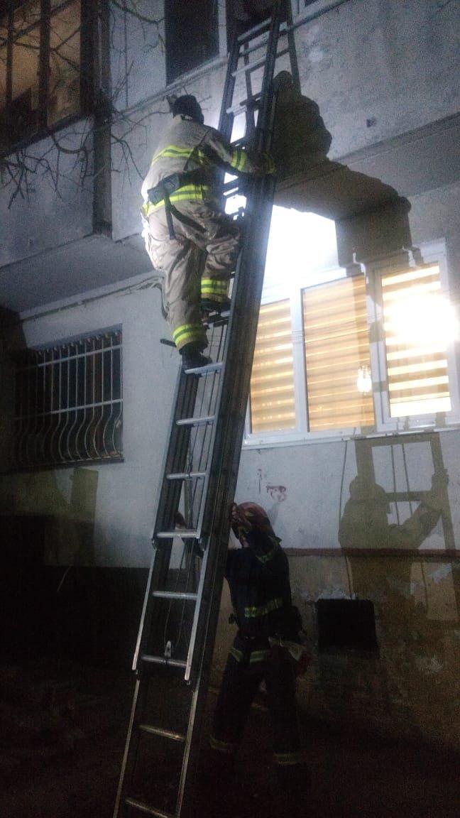 Опинилася у пастці: у Рівному жінка вийшла на балкон, а назад до квартири потрапити не змогла, фото-2