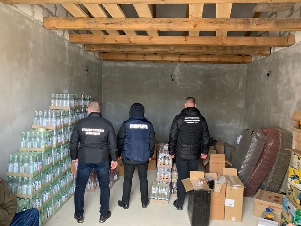 Набите авто контрафакту на понад мільйон гривень знайшли правоохоронці у рівнянина, фото-1