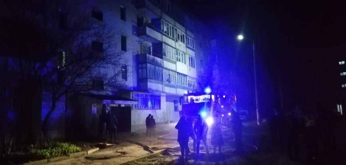 У багатоквартирному будинку в Костополі сталася пожежа: помер 36-річний мешканець, решту жителів – евакуювали, фото-1