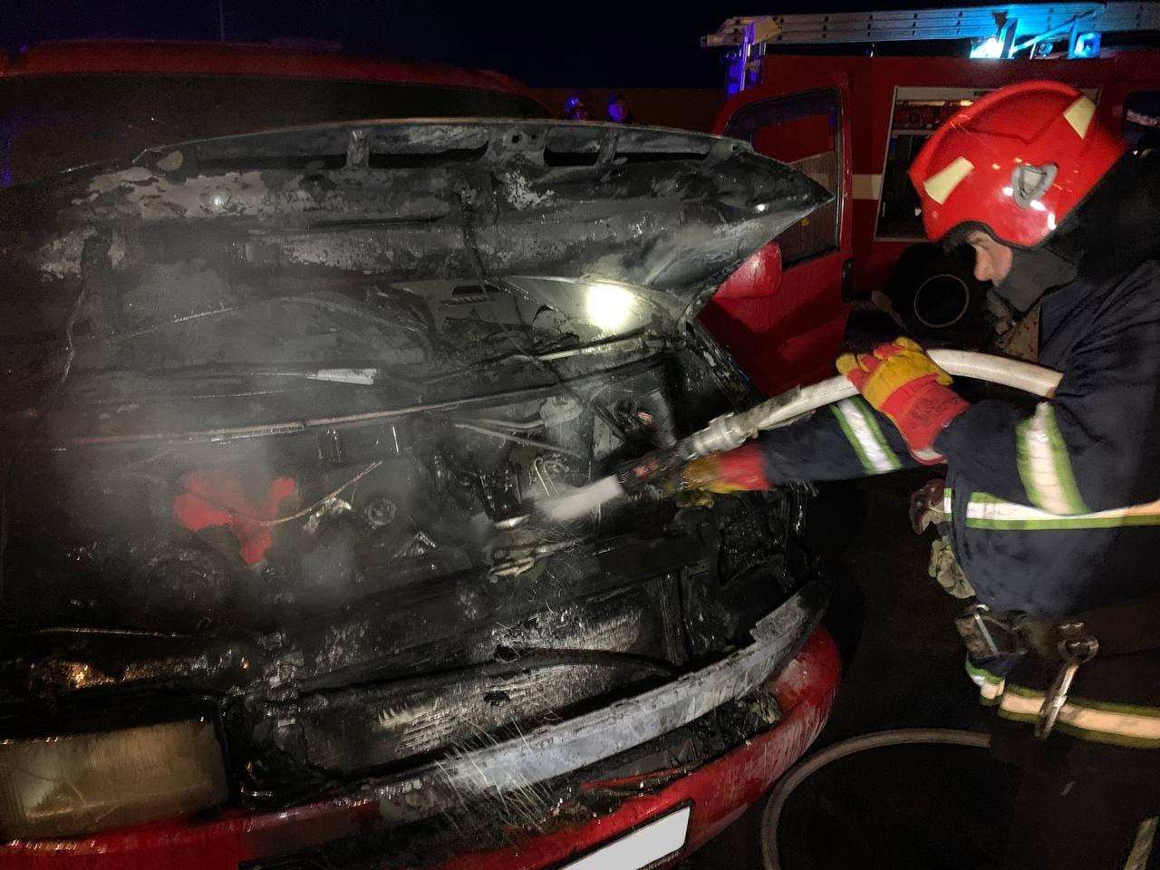 У Рівному загорілася автівка: як це сталось, фото-1
