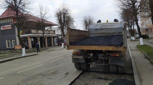 В одному з міст на Рівненщині борються з ямами на дорогах (ФОТО), фото-5