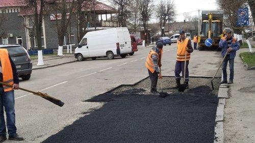 В одному з міст на Рівненщині борються з ямами на дорогах (ФОТО), фото-3