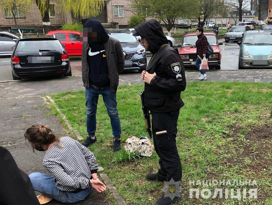 """У Вараші нетвереза жінка побила поліцейську пляшкою: розбійниці """"світить"""" за скоєне позбавлення волі , фото-1"""