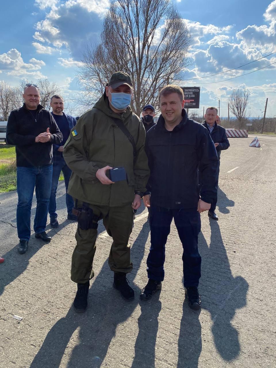 """Голова РОДА відзначив правоохоронців з Рівненської області, які відпрацьовують """"сірі"""" зони Донеччини, фото-1"""