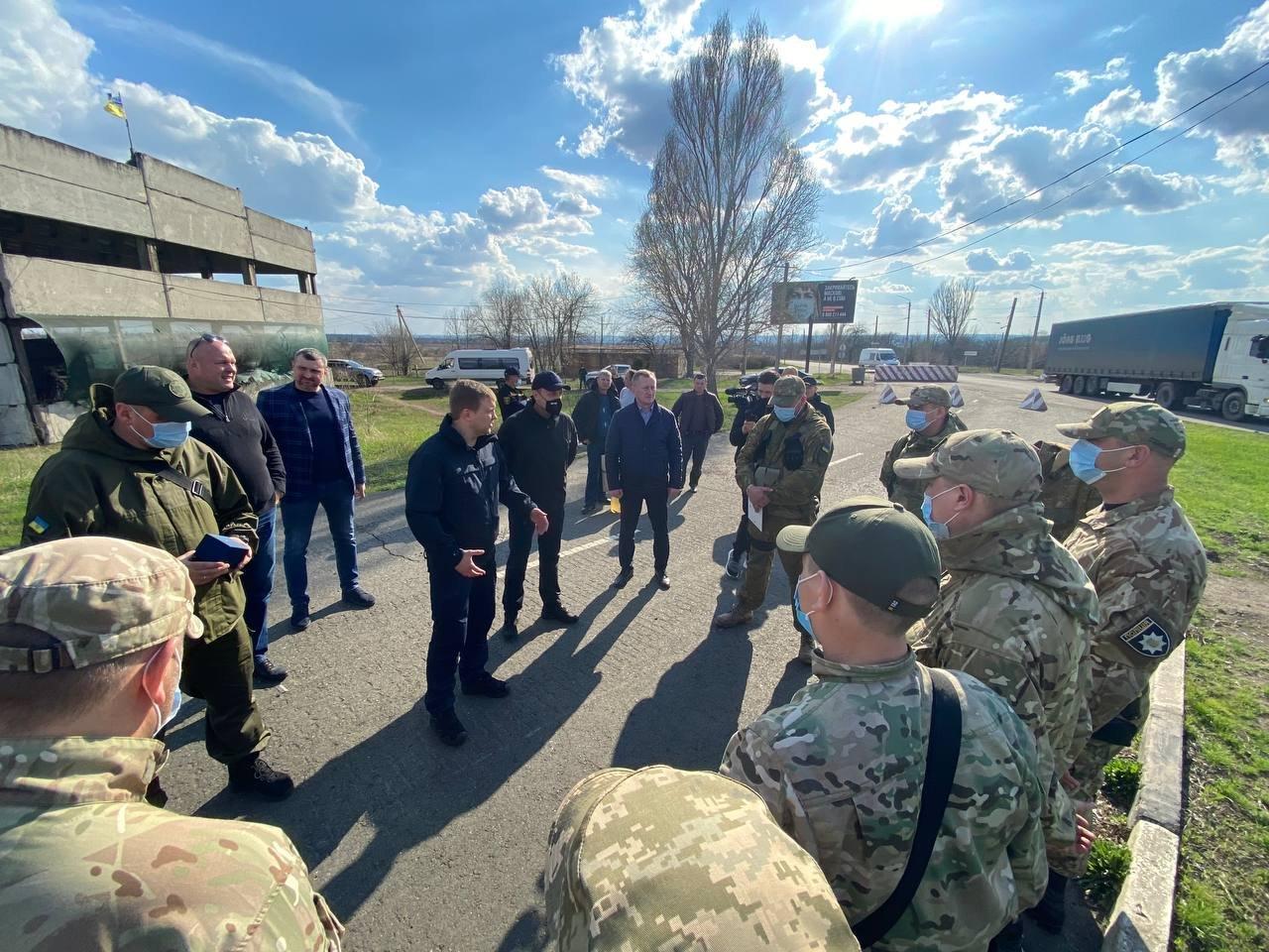 """Голова РОДА відзначив правоохоронців з Рівненської області, які відпрацьовують """"сірі"""" зони Донеччини, фото-4"""