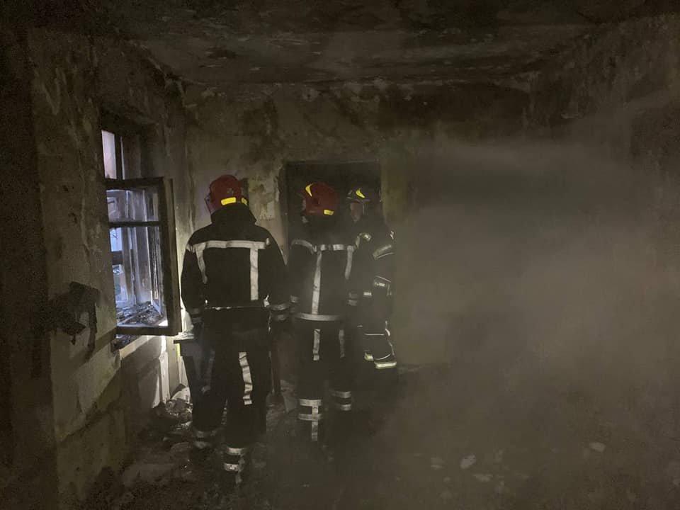 У Здолбунові сталася пожежа: спалахнув будинок, де мешкають три сім'ї (ФОТО) , фото-1