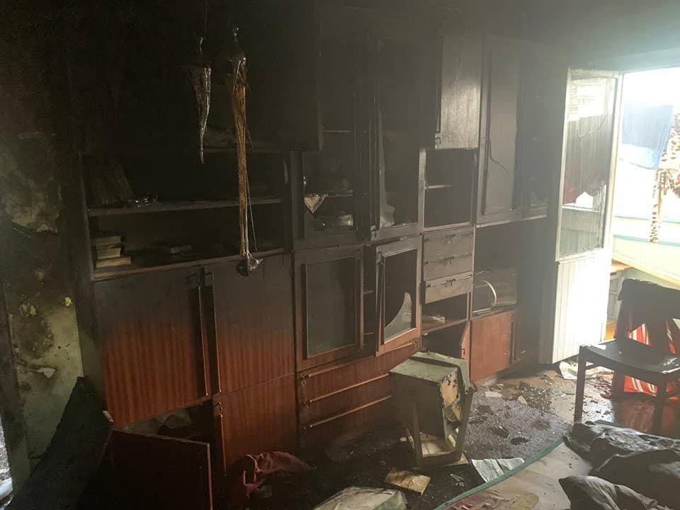 У Рівному в багатоквартирному будинку сталася пожежа: мешканка однієї з квартир вистрибнула з вікна , фото-2