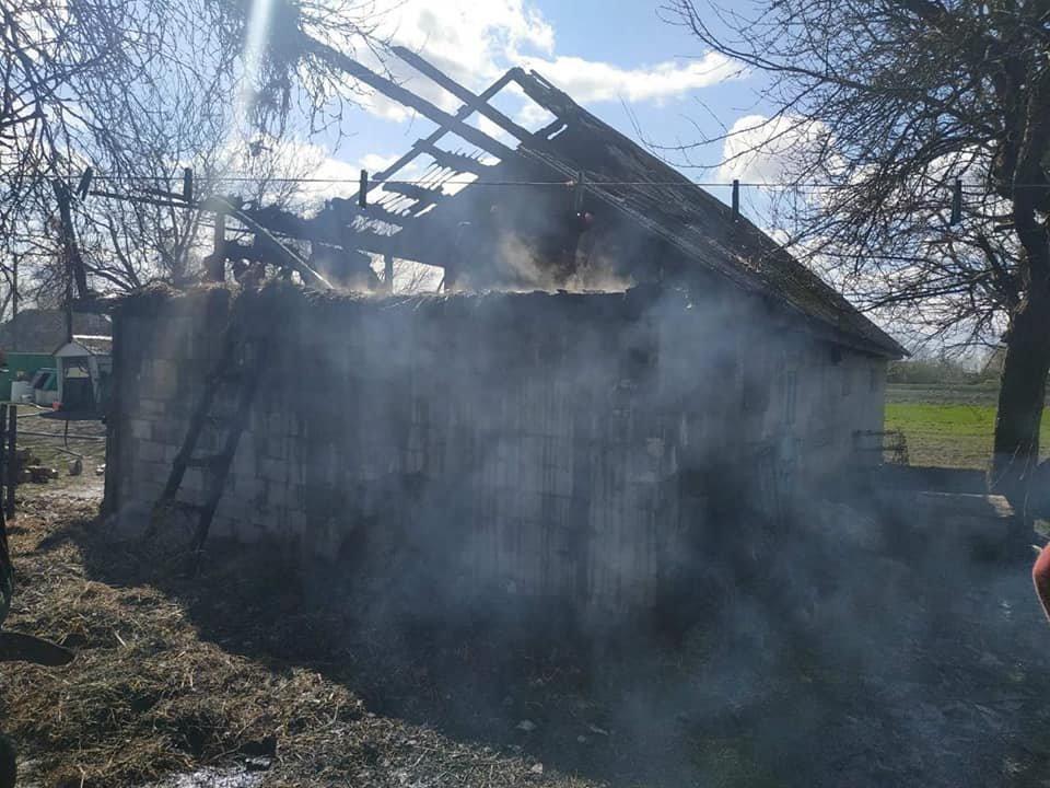 На Кореччині в одному з сіл згоріла стріха сараю (ФОТО) , фото-2