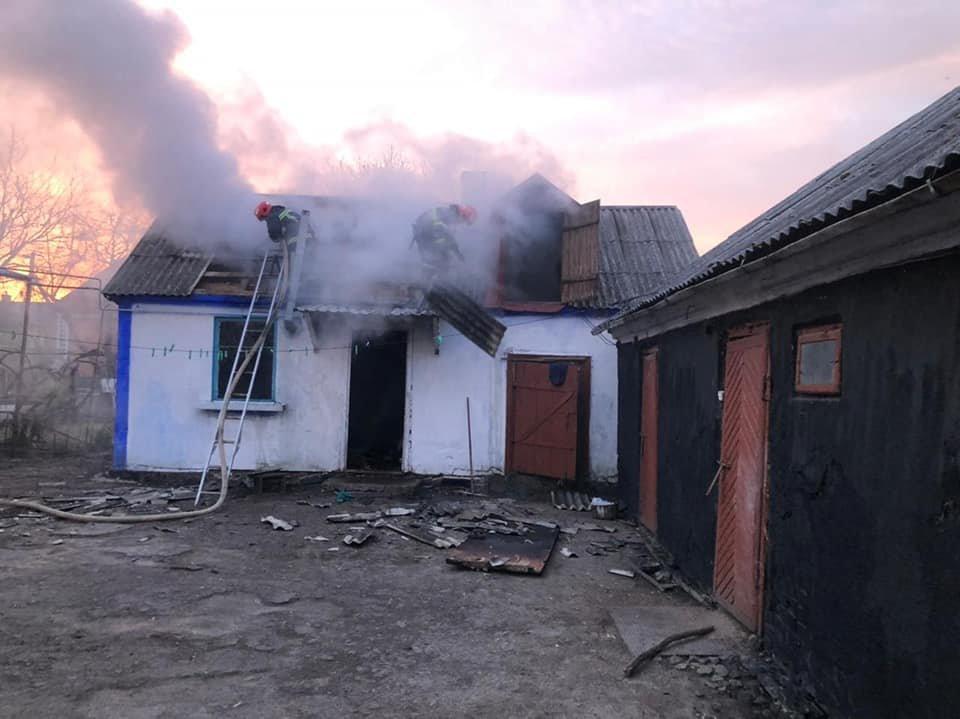У селі в Рівненському районі зранку спалахнула літня кухня, фото-2