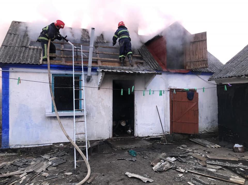 У селі в Рівненському районі зранку спалахнула літня кухня, фото-1