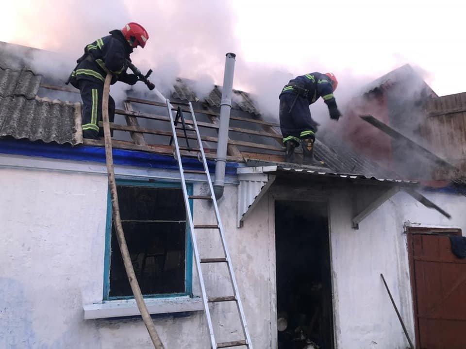 У селі в Рівненському районі зранку спалахнула літня кухня, фото-3