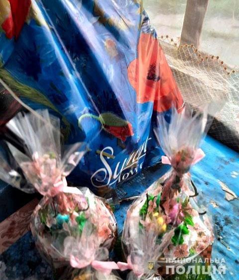 На Рівненщині поліцейські навідалися до громадян зі скрутним становищем, щоб вручити їм подарунки напередодні свят, фото-1