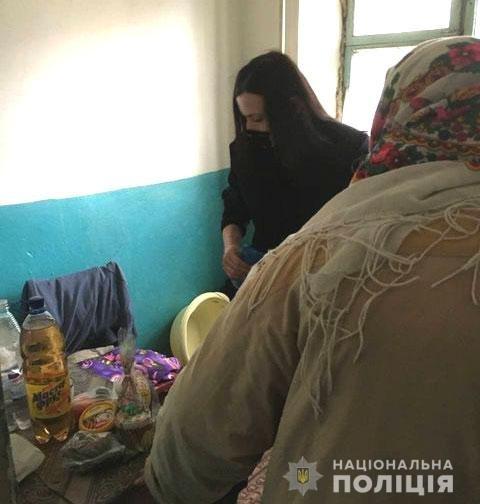 На Рівненщині поліцейські навідалися до громадян зі скрутним становищем, щоб вручити їм подарунки напередодні свят, фото-2