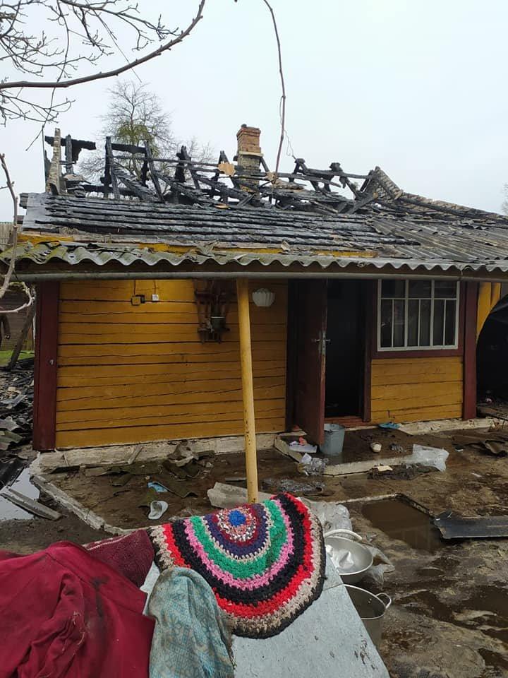 В одному селі на Зарічненщині напередодні Великодня місцеві мешканці залишилися без даху над головою через пожежу, фото-5