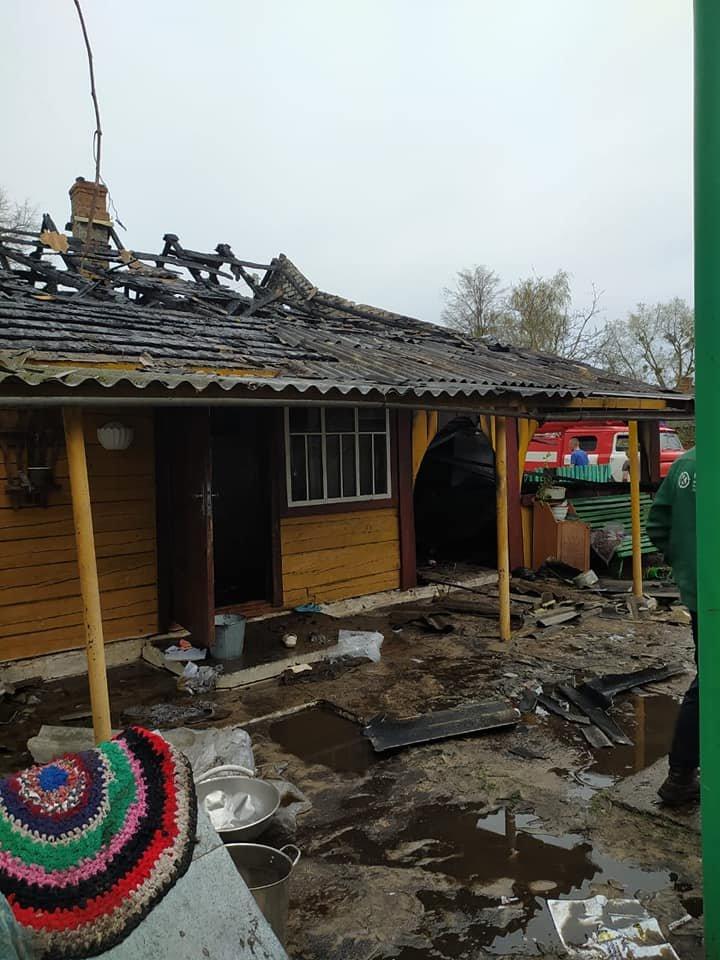 В одному селі на Зарічненщині напередодні Великодня місцеві мешканці залишилися без даху над головою через пожежу, фото-2