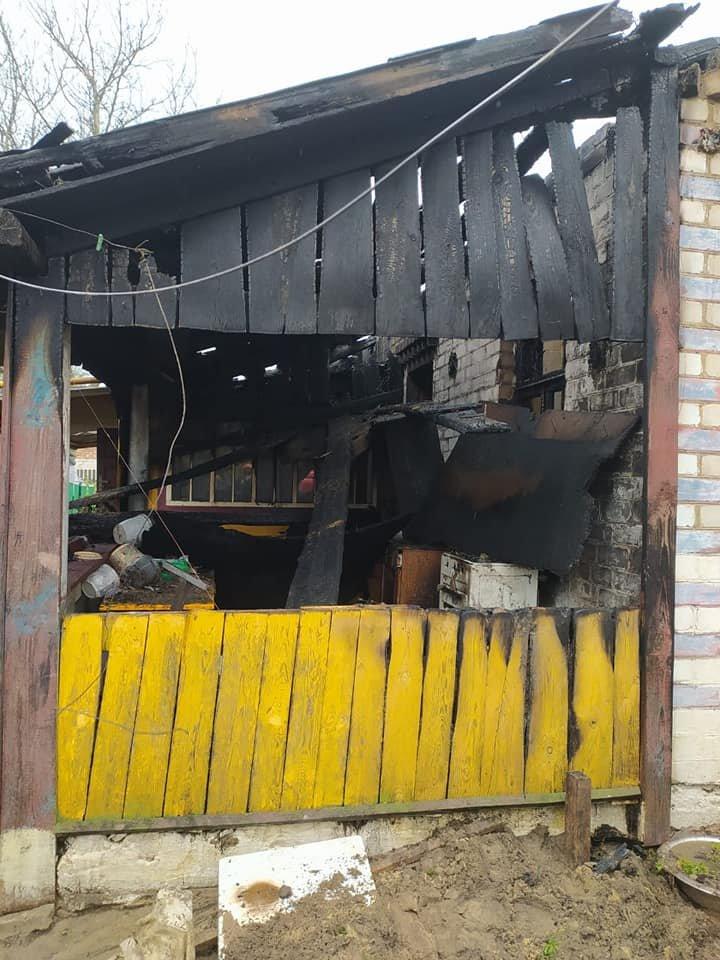В одному селі на Зарічненщині напередодні Великодня місцеві мешканці залишилися без даху над головою через пожежу, фото-4