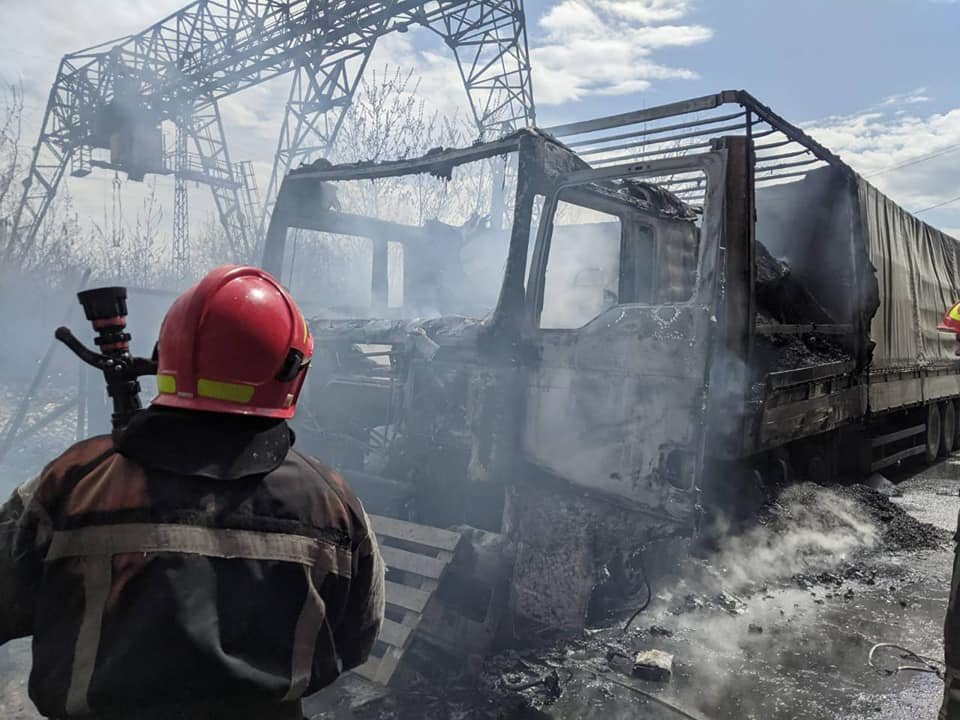 Водій відлучився на кілька хвилин: у Здолбунові спалахнула вантажівка з вугіллям (ФОТО), фото-1