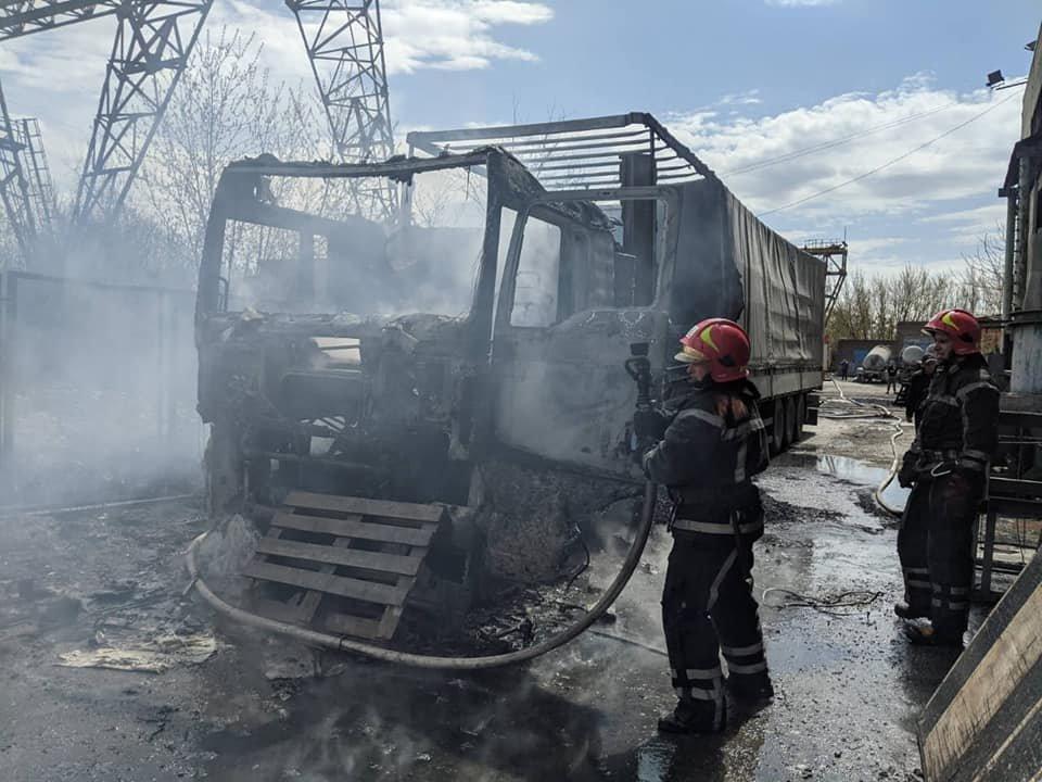 Водій відлучився на кілька хвилин: у Здолбунові спалахнула вантажівка з вугіллям (ФОТО), фото-3