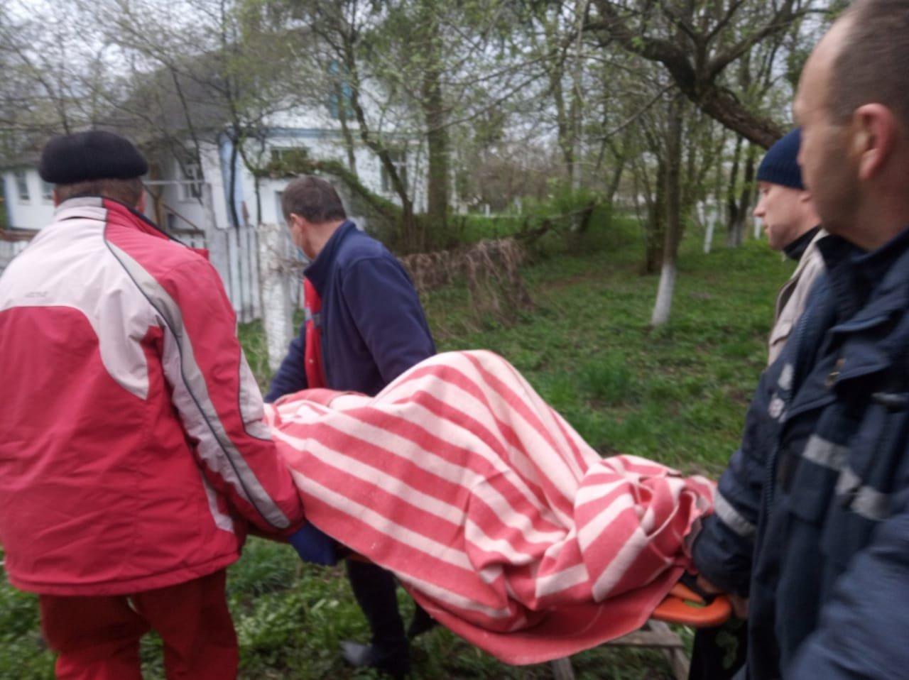 У селі на Рівненщині літня жінка впала в колодязь, фото-3