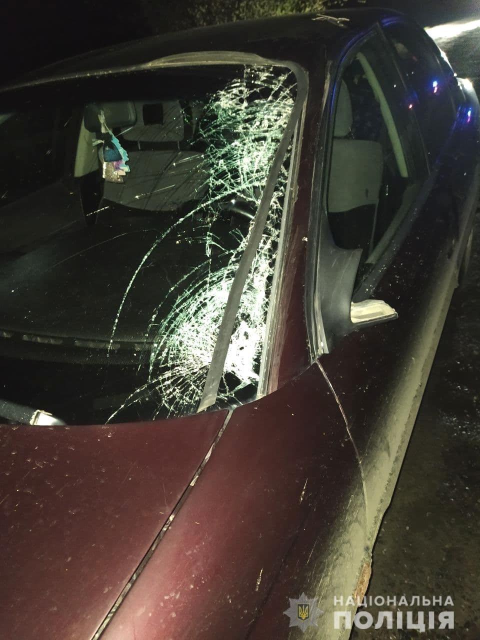 На Рівненщині сталася ДТП: автомобіль збив пішохода з велосипедом у руках, фото-2