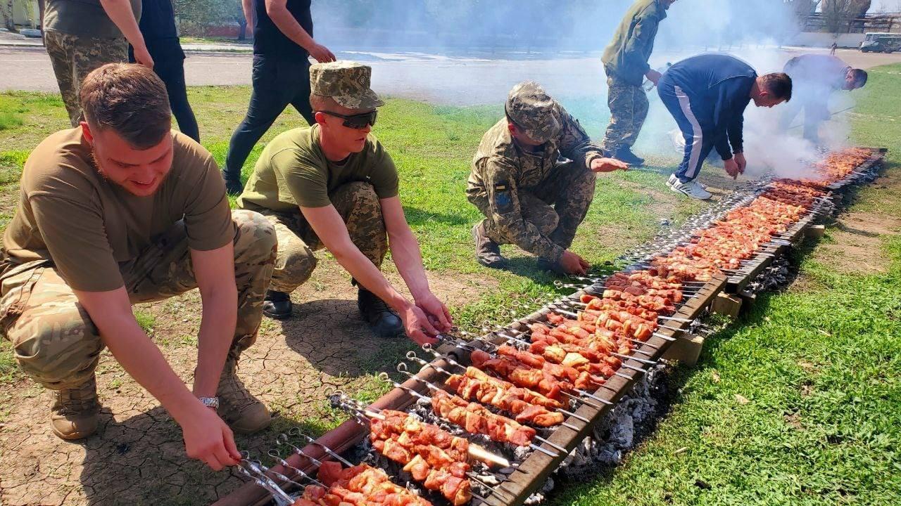 Сухопутні війська встановили Рекорд України по кількості шашлику на Великодні свята, фото-2