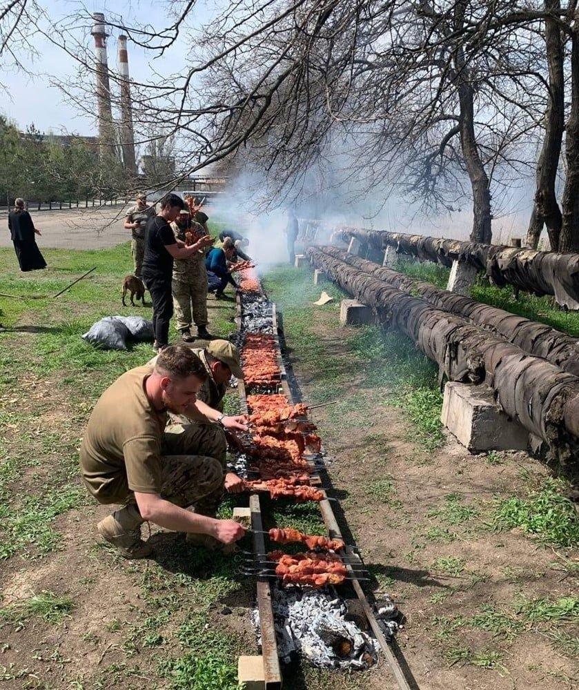Сухопутні війська встановили Рекорд України по кількості шашлику на Великодні свята, фото-1