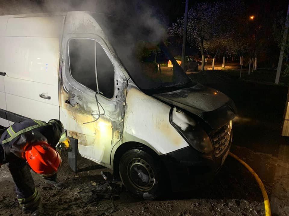 У Рівному вночі загорівся мікроавтобус (ФОТО), фото-2