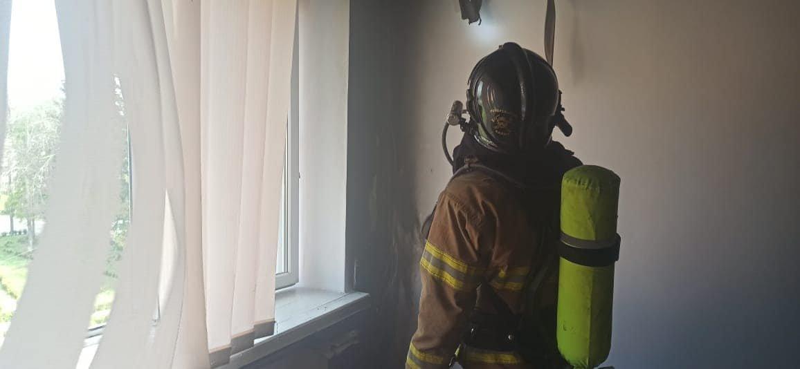 У Сарненському ліцеї сталася пожежа: людей евакуювали з приміщення, фото-4
