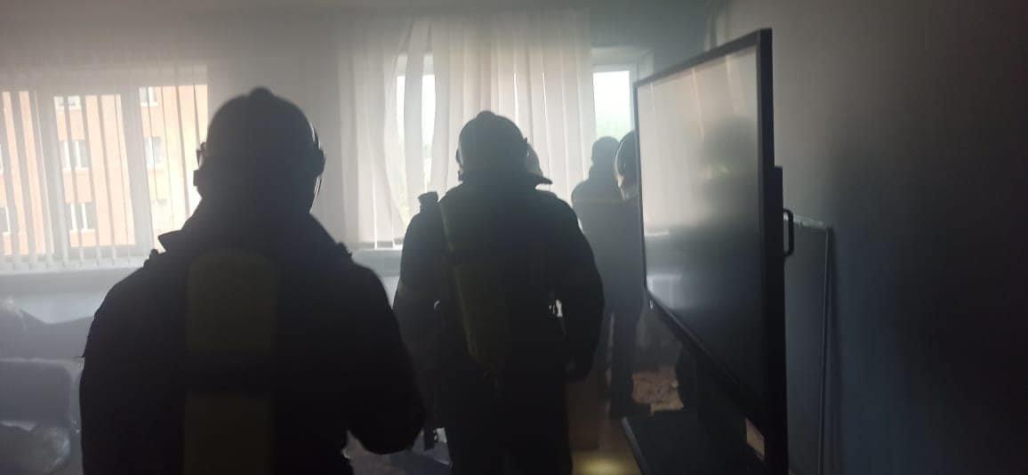 У Сарненському ліцеї сталася пожежа: людей евакуювали з приміщення, фото-1