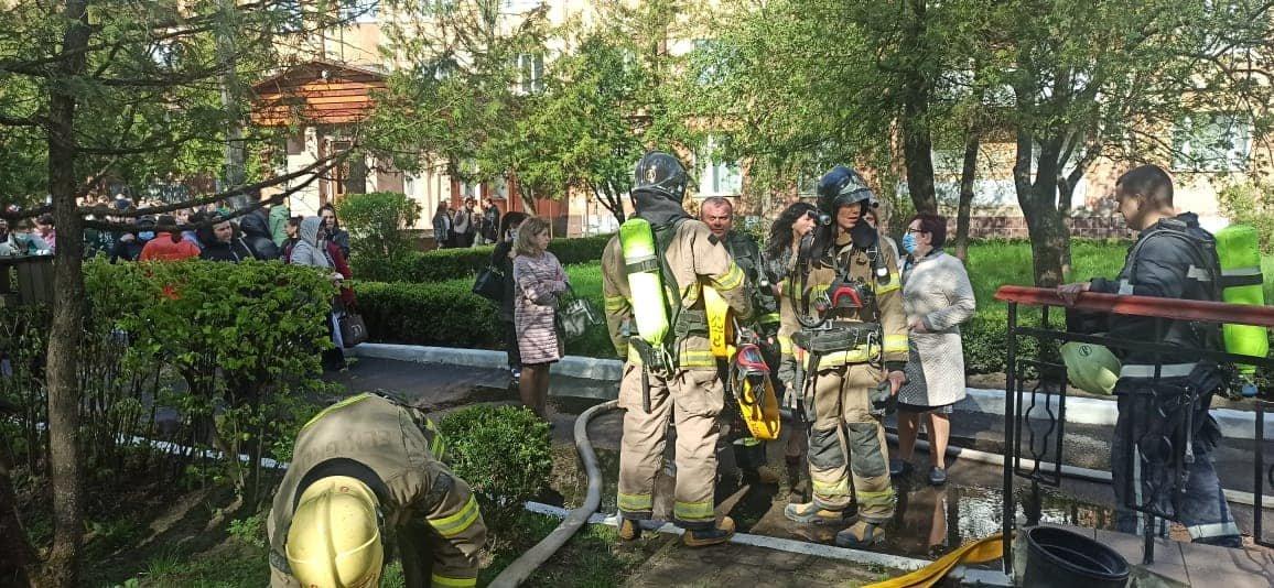 У Сарненському ліцеї сталася пожежа: людей евакуювали з приміщення, фото-7