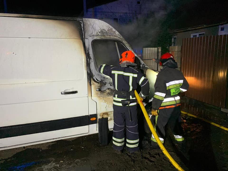 У Рівному вночі загорівся мікроавтобус (ФОТО), фото-3