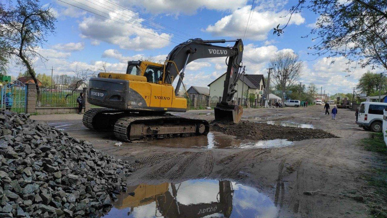 В одному з сіл Вараської громади розпочали ремонт центральної дороги, фото-1
