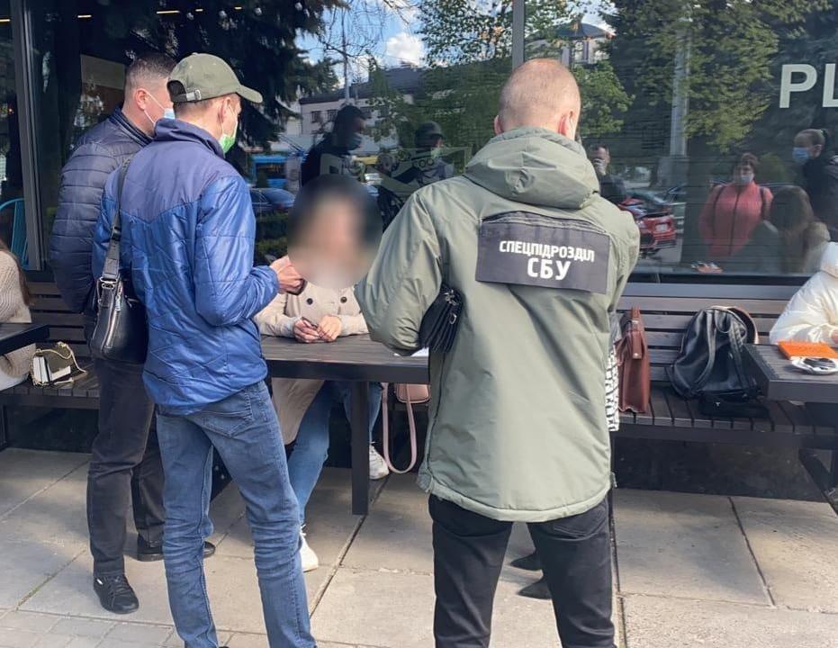 На Рівненщині посадовицю ДАБІ підозрюють в отриманні хабаря, фото-1