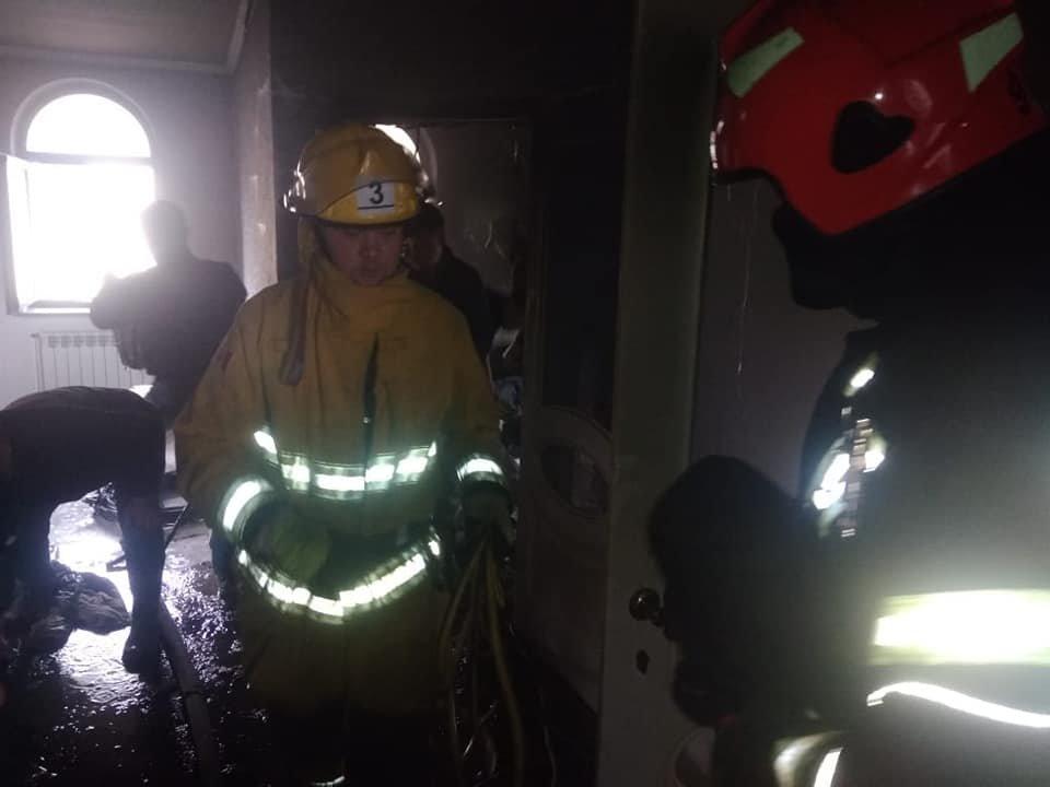 На Березнівщині сталася пожежа: спалахнула гардеробна в одному з будинків (ФОТО), фото-1